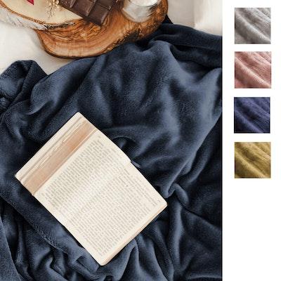 Apartmento Kaya Flannel Blanket